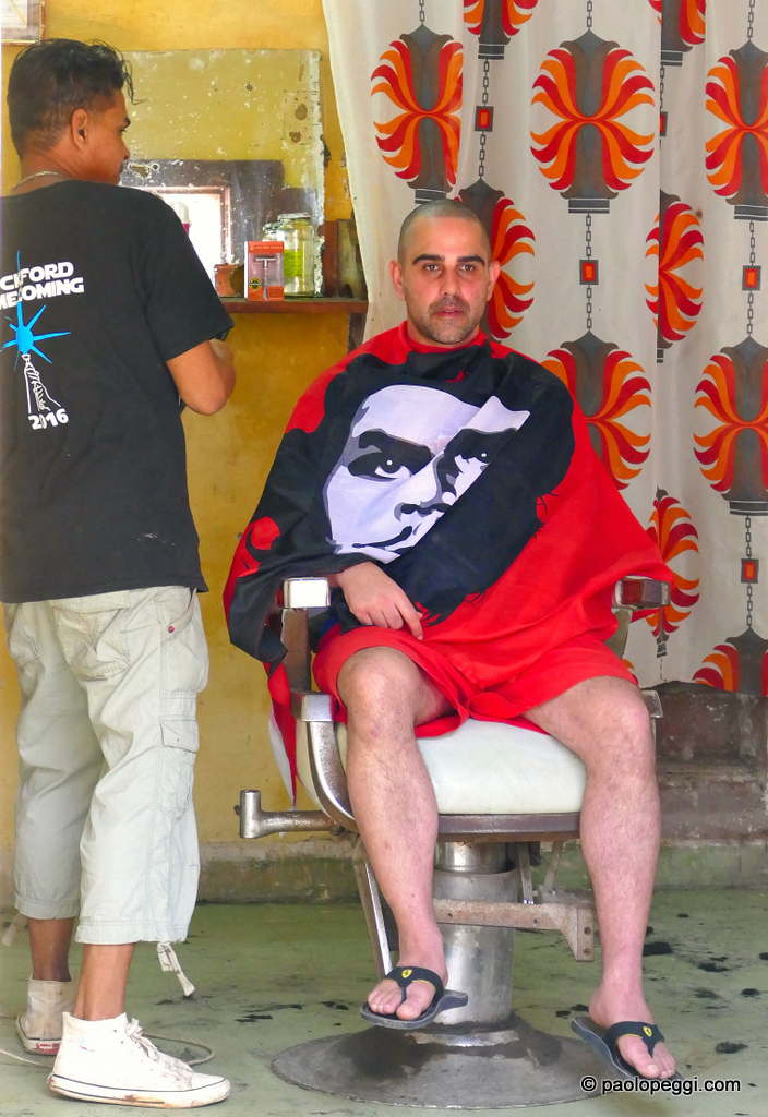 Here is a modern hair styling shop for men. Ive heard:how would you like your hair this time, Gonzalo?