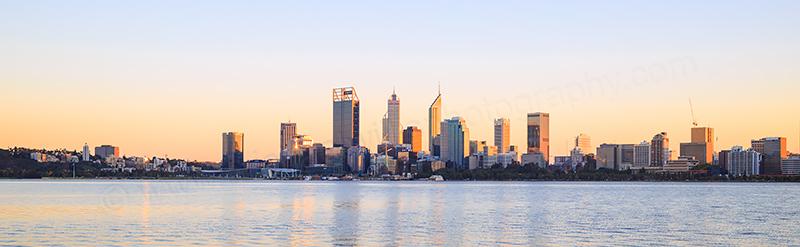 Perth and the Swan River at Sunrise 27th April 2017.jpg