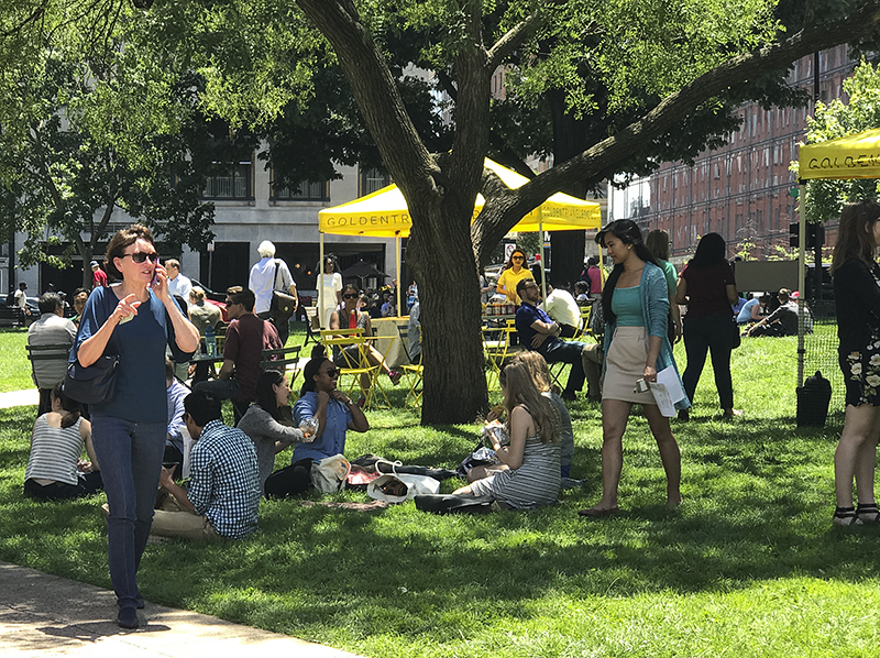 Lunchtime at Farragut Square