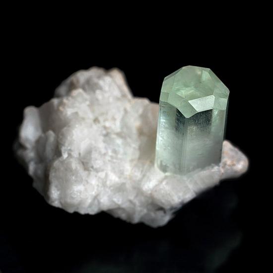Beryl var aquamarine, 2 cm, Shigar Valley, Pakistan