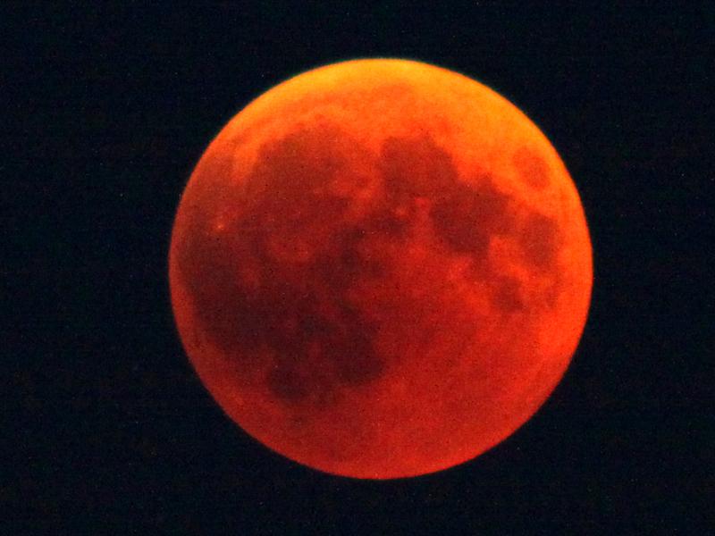 19:15 UTC - The glorious blood moon