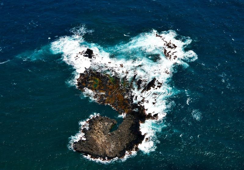 Island north of Pauwela Point, Pauwela, Maui, Hawaii 359