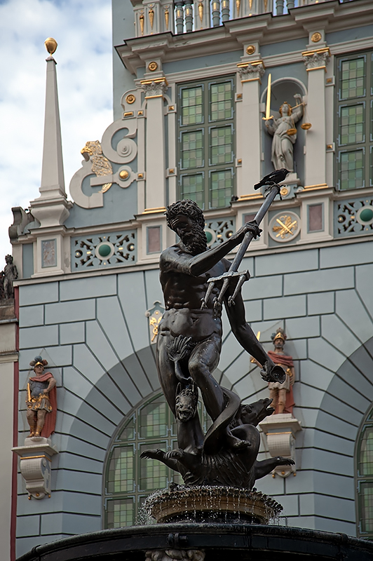 Fountain Of Neptune And The Artus Court