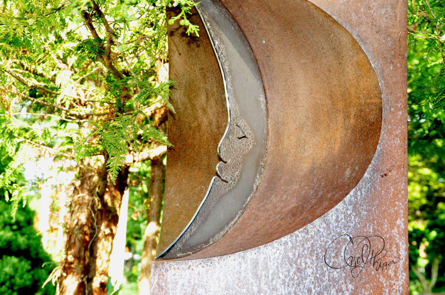 Sculpture of Quarter Moon