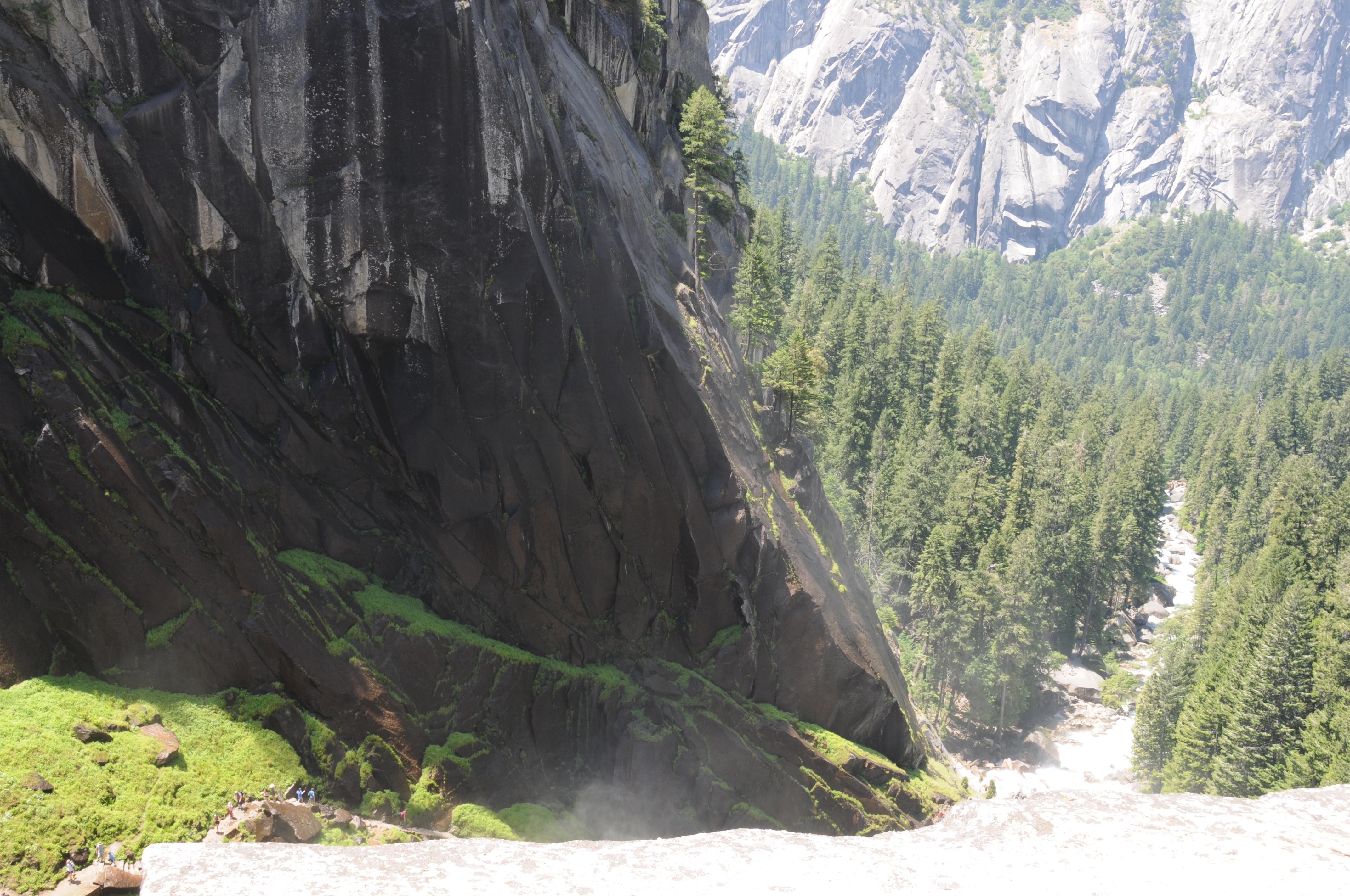 Yosemite Mist Trail - Vernal Falls.JPG