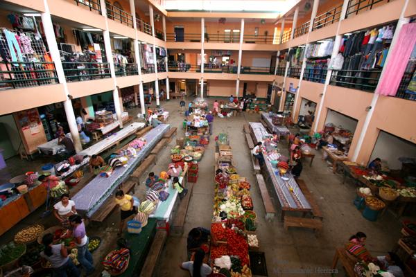 Interior del Centro de Comercio Local