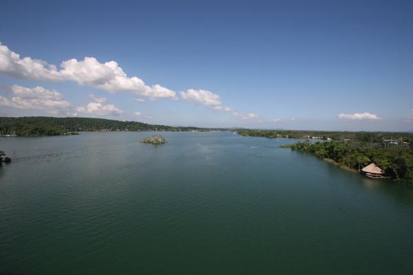 Vista Panoramica del Rio Dulce
