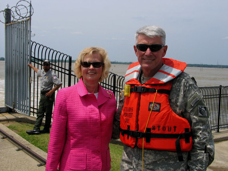 Commander of the U. S. Army Corps of Engineers Inspects Spillway
