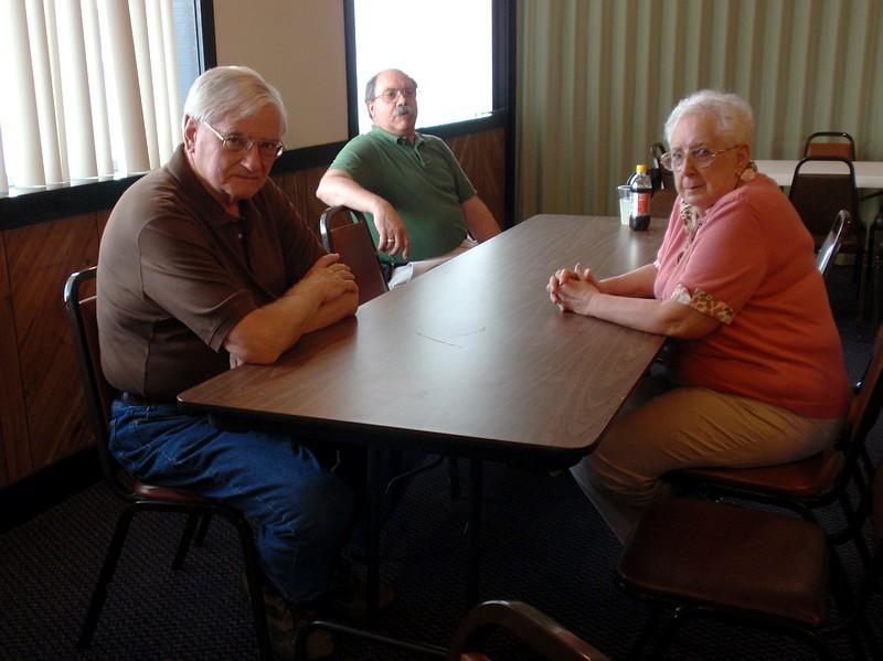 5140028_Les Hall, J Ed Baker in Green shirt, Jane Schwartz.JPG