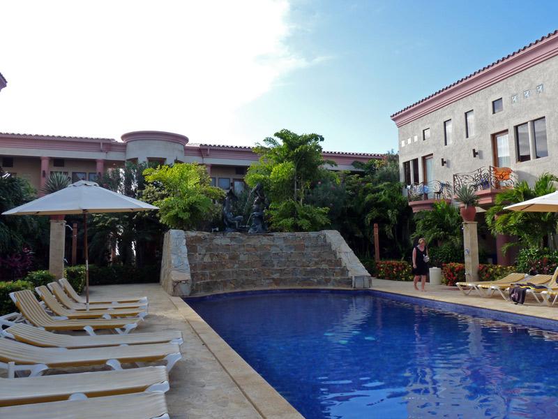 The pool at Las Sirenas