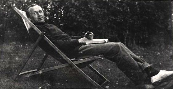 Relaxing at Itchenor, First World War.