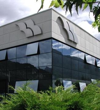 insegna scatolata in acciaio inox logo  ditta BEL - Montato sul capannone