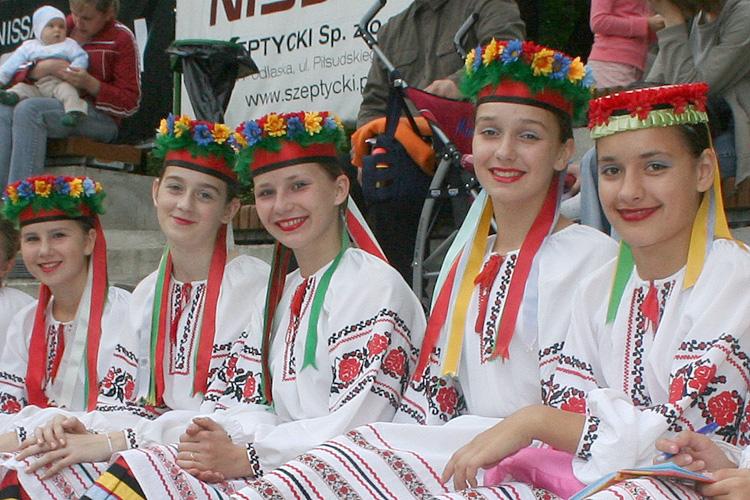 Girls from Folkloristic Dance Group Wo³ynianoczka from Lutsk Ukraine
