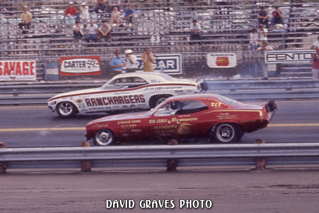 Qualifying 71 NHRA Springnationals, Dallas, (Leroy Goldstein) Ramchargers and (unknown driver) John Mazmanian