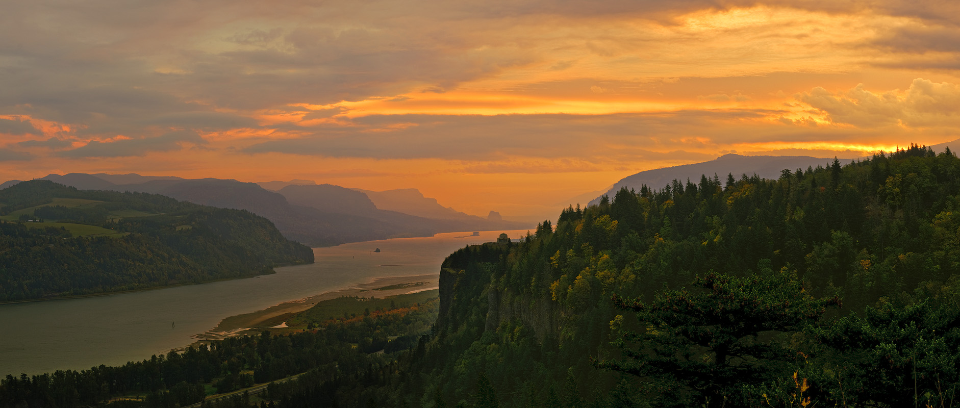 Columbia Gorge Sunrise 2009.jpg
