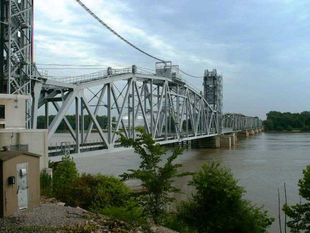 Wabash bridge between Hannibal, Missouri and East Hannibal, Illinois.jpg