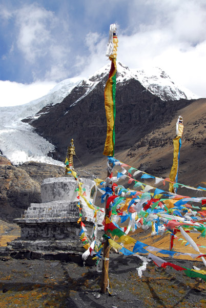 Prayer flags and stupa at Karo-la Pass