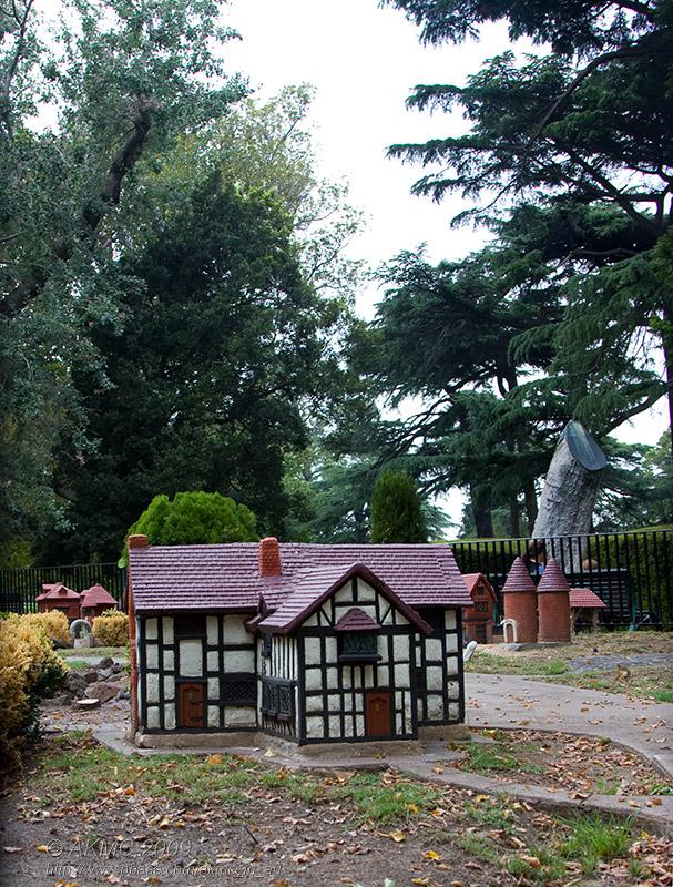 3526 - 10:49 Mock Tudor In Miniature