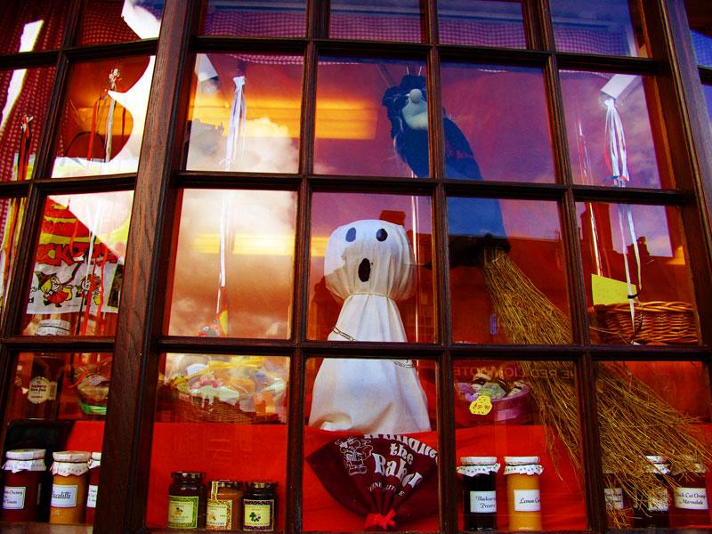 Halloween Shop Displays.Bakery Shop Window Display For Halloween Photo Kath Brewer Photos