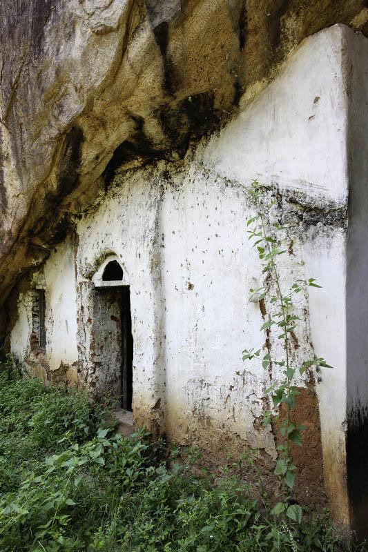 Aukana entrance