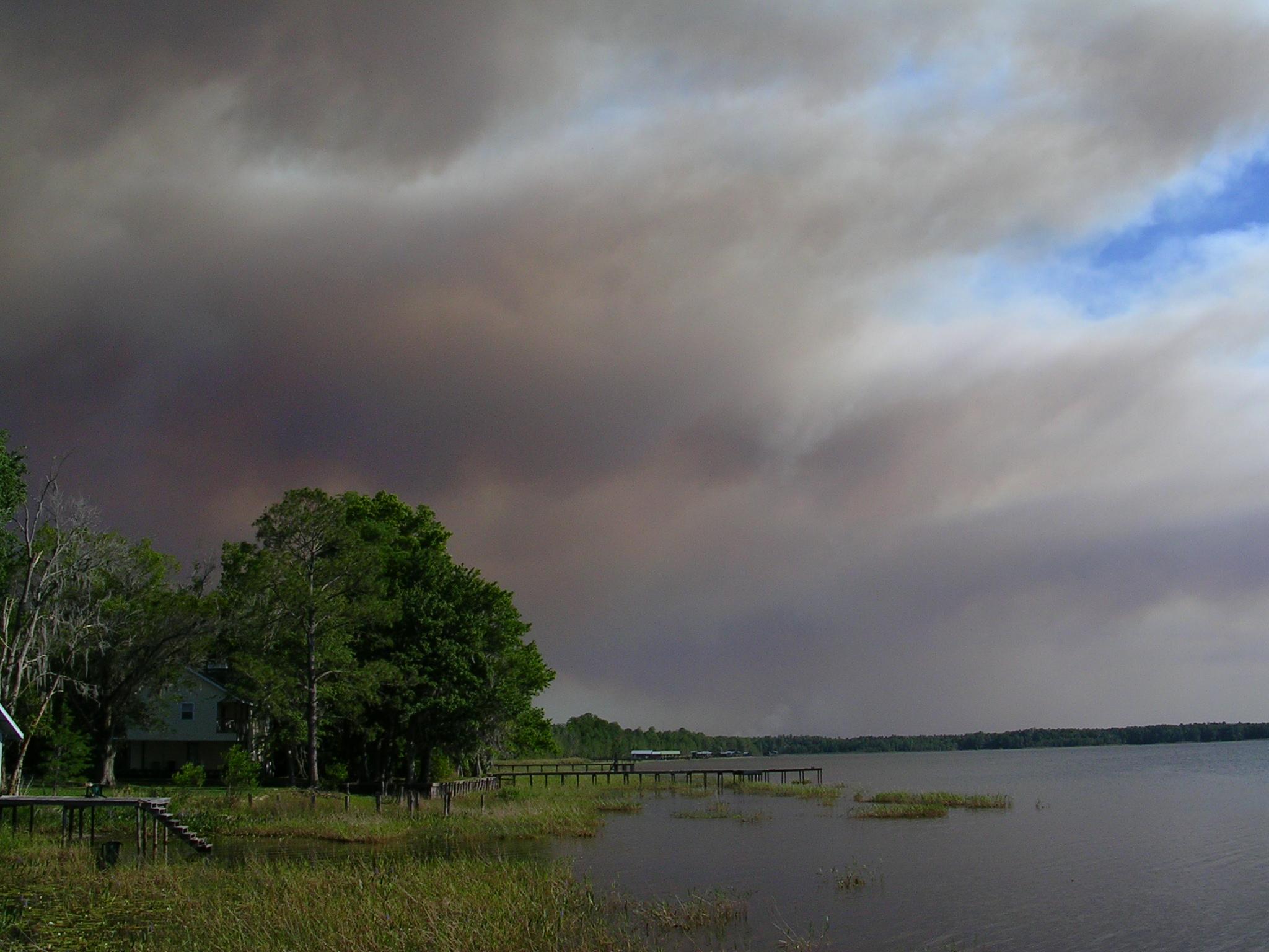 May Fires #2 - down lake.JPG