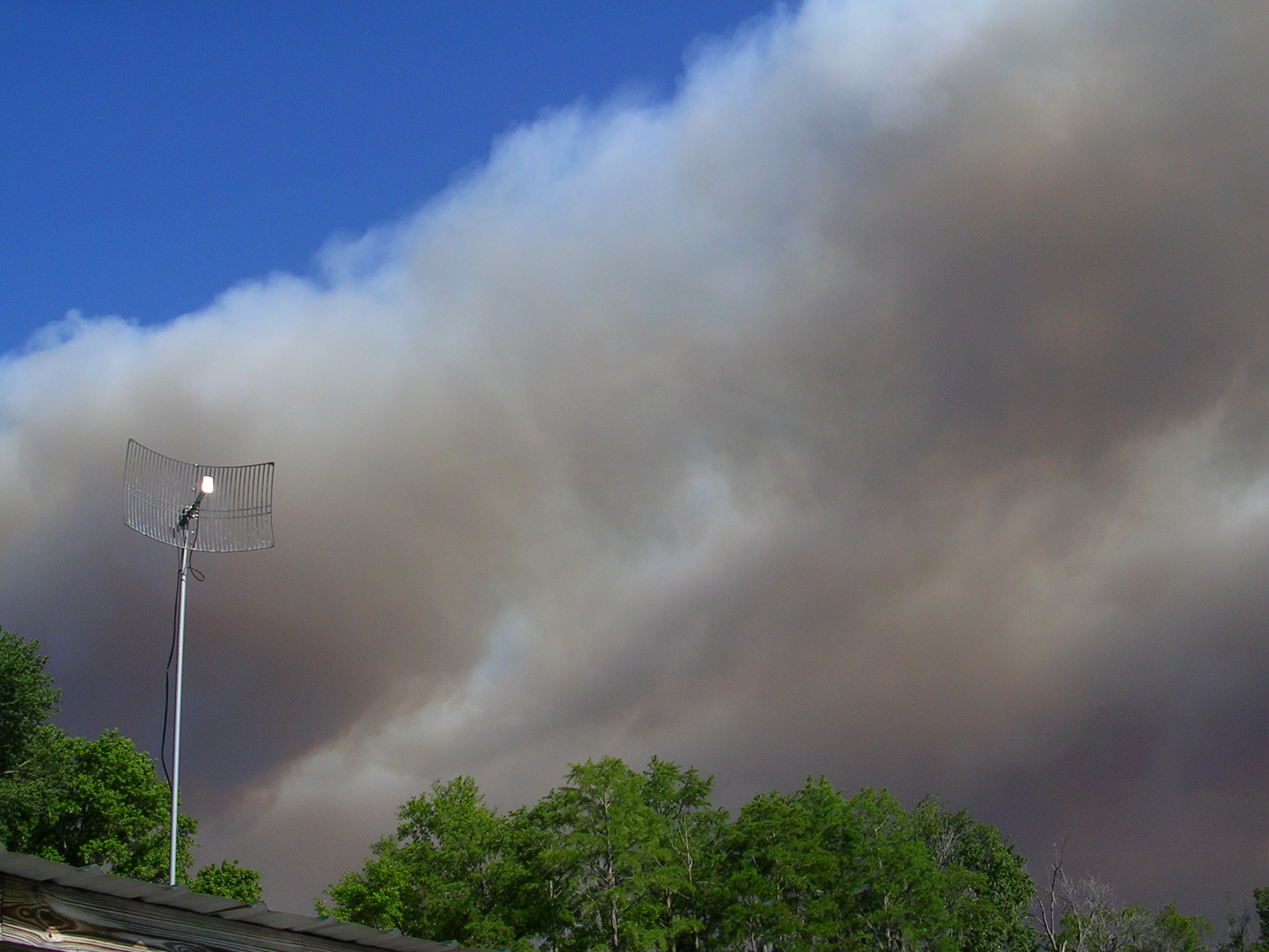 May Fires #3 - over roof.JPG