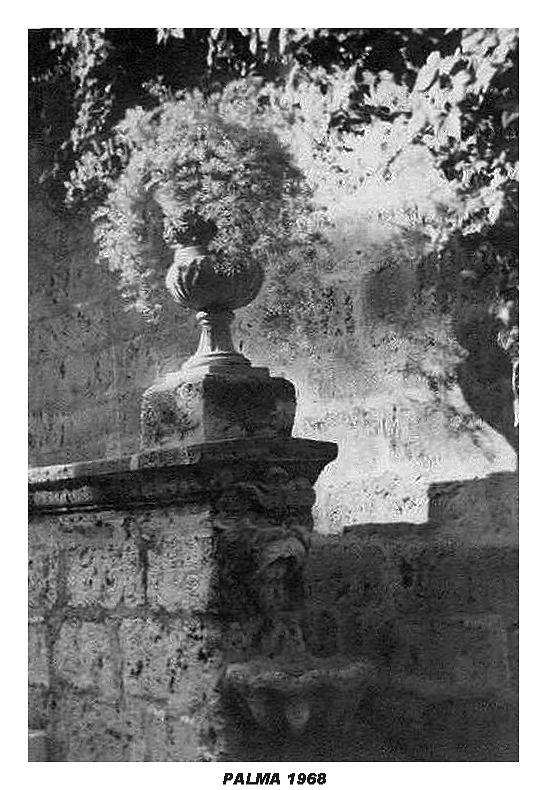 stone urn Palma