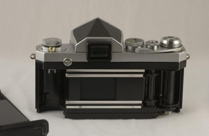 Nikon F 008