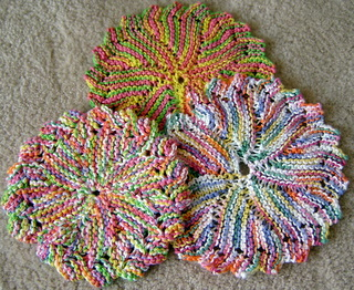 Free Knitted Round Dishcloth Patterns : CIRCULAR DISHCLOTH FREE KNITTING PATTERN - VERY SIMPLE FREE KNITTING PATTERNS