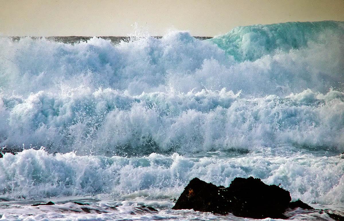 Wall of waves .jpg