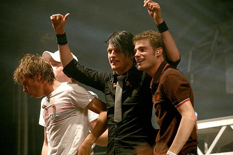 Tim Akkerman (zang, gitaar), Jamie Westland (drums), Frans Spike van Zoest (zang, gitaar) en Bas van Wageningen (bas)