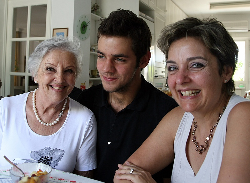 Left to right: Xanthoss wife Cecilia, grandson Alesandro and daughter Patricia.