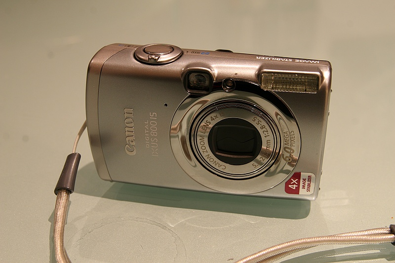 Naked IXUS 800IS (front)