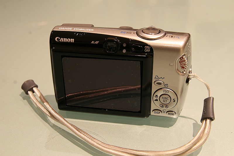 Naked IXUS 800IS (back)