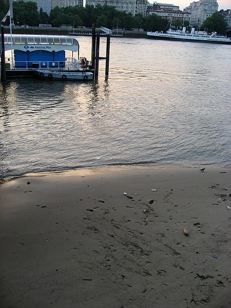 A Thames River beach