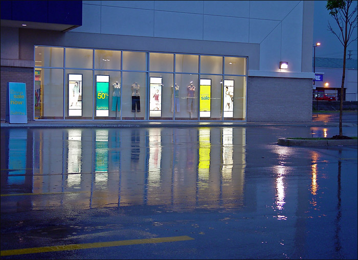 Colours & reflections on a rainy night