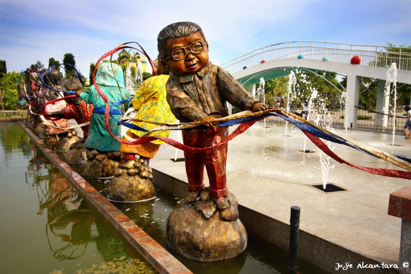 Sculptures by Kublai Millan for People's Park © Jojie Alcantara