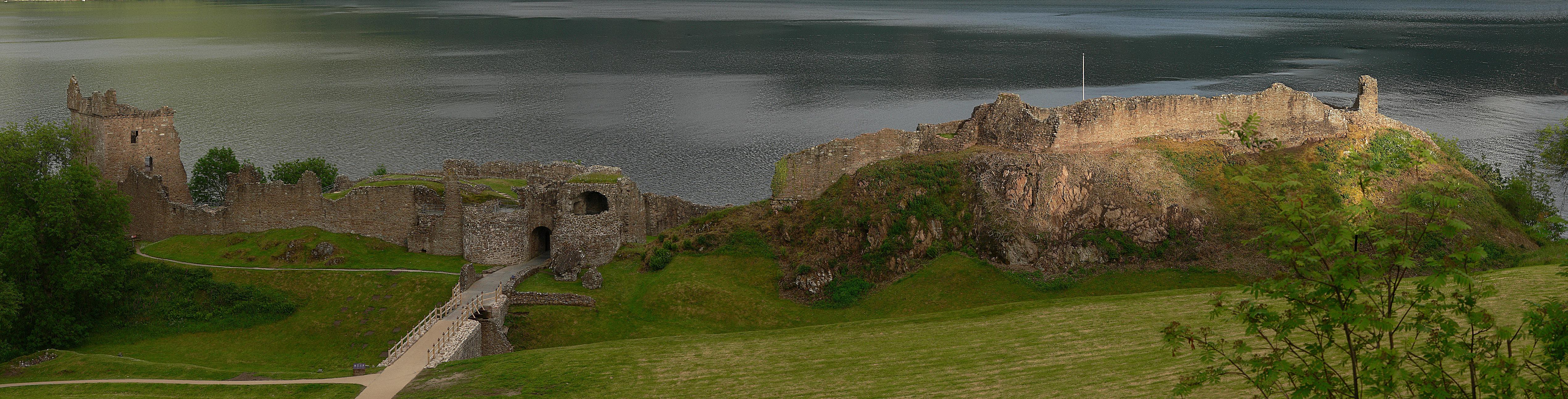 Urquhart Castle - Panorama 6.3-1460.JPG