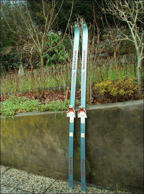 Longueur: 2 m / Ligne de cote: 64-55-59 / Poids 1,5 kg (avec fixation)