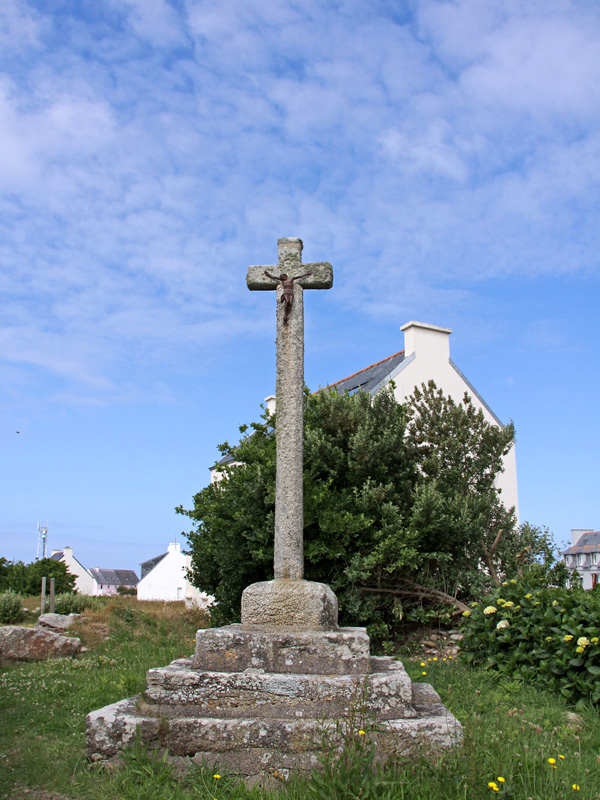 Bourg stone cross