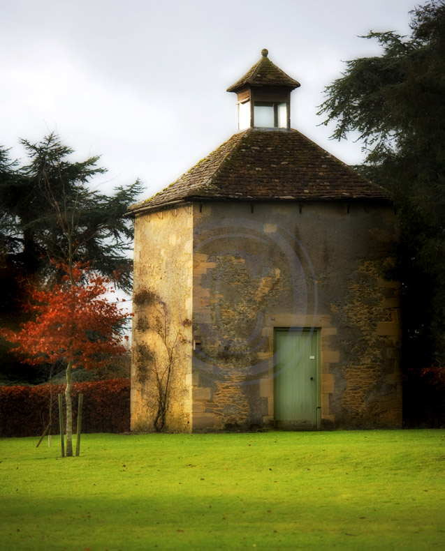 Harnhill (2): windowless house