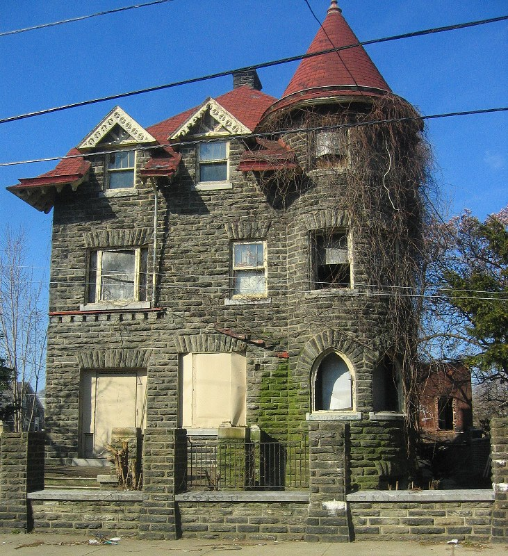 <b>March 2006.</b> The house is sold and being fixed up.  So far, its just cleaning out the rotten wood.