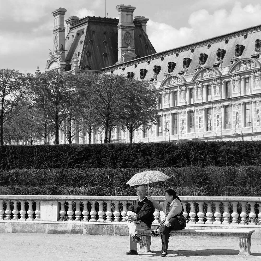 Sheltering from the sun at the Louvre