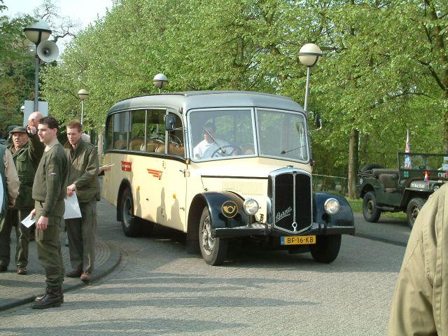 Busdienst met klassieke bussen