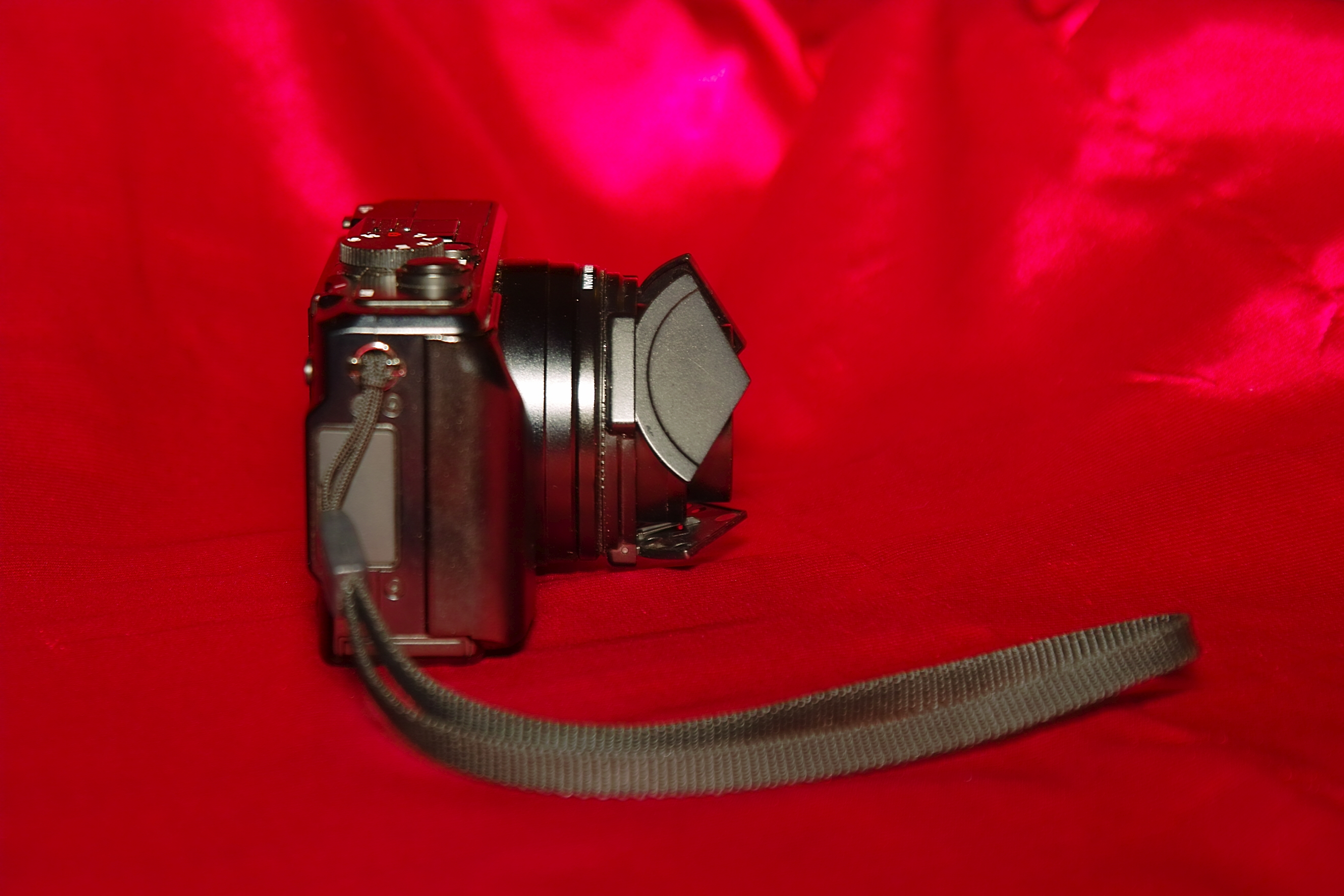 Sigma DP1 with LC1 Auto Lens Cap and Franiec grip