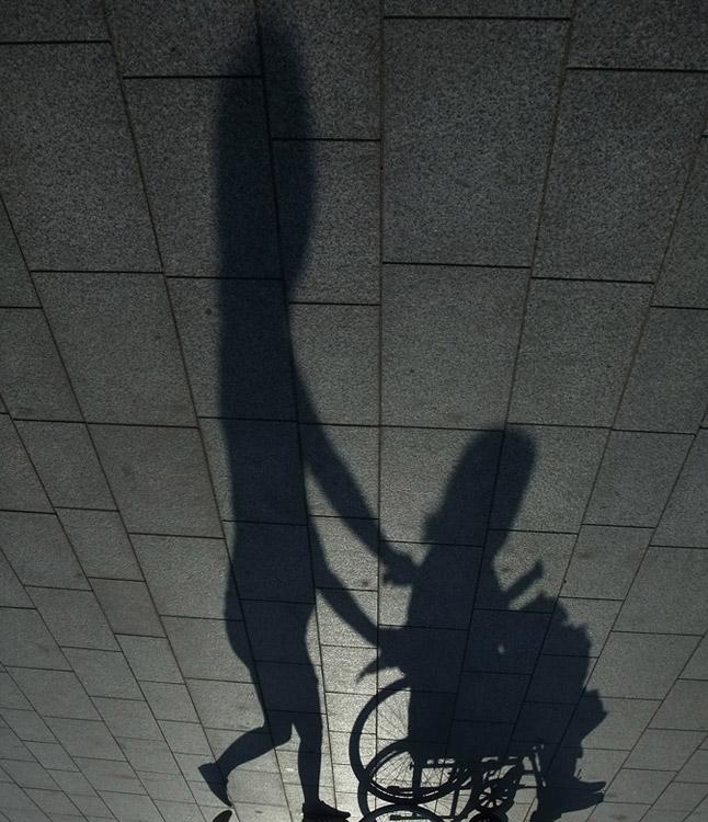 cacahuete paseando a mujer acuchillada
