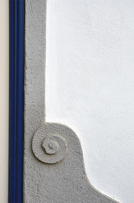 Vertical blue and spiral