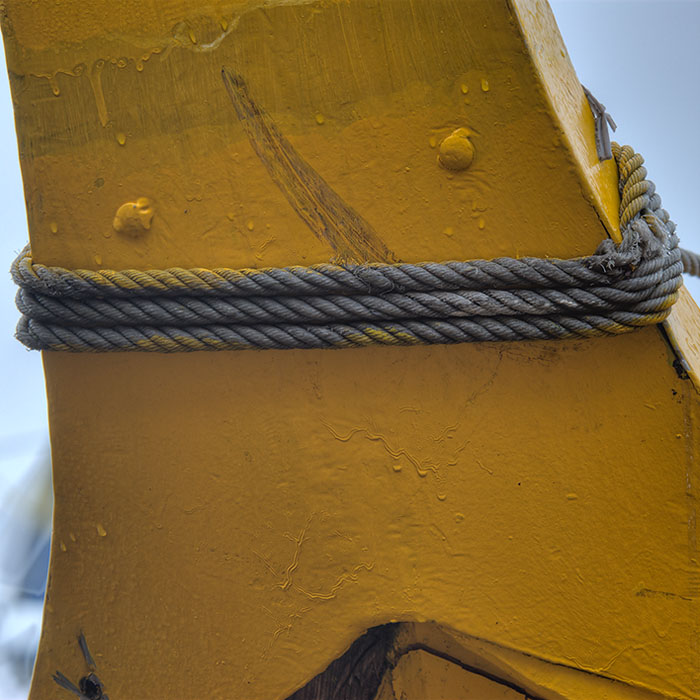 The rope and the yellow boat