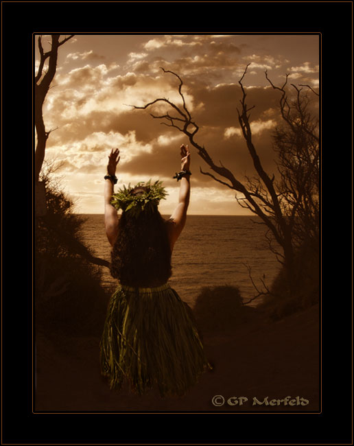 Makena: Sunset Hula