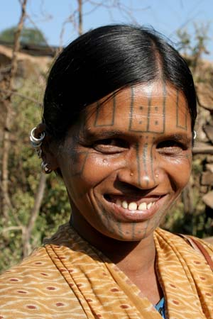 geometrical tattoos like all Desia Kondh women